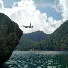 //cliff jumping at lake cushman\\ Photo credit: @samuel.dunn #adventure #adventurer #amazingnature #awesomenature #beautiful #ditchcomfort #explore #explorza #explorenature #exploretheworld #lovely #nature #ourplanetdaily #photo #photography #scenery #travel #traveler #thatsdarling #traveltheworld #vsco #vscocamera #world by adventures_of_life__