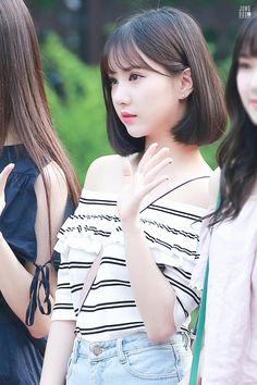 Kpop Girl Groups, Korean Girl Groups, Kpop Girls, Pop Fashion, Asian Fashion, Fashion Models, Short Bob Hairstyles, Cool Hairstyles, K Pop