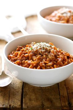 Bolognese made in one pot in just 20 minutes! Using orzo (risoni) instead of long pasta is a great tip because it cooks so quickly and you can make it all in one pot - or pan! Orzo Recipes, Cooking Recipes, Bolognese, Easy Weeknight Dinners, Easy Meals, One Pot Orzo, Recipetin Eats, One Pot Meals, Main Dishes