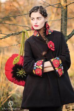 make poppy pin to put on a jacket and make earrings Folk Fashion, Ethnic Fashion, Hijab Fashion, Autumn Fashion, Womens Fashion, Embroidered Clothes, Embroidered Jacket, Couture Mode, Couture Fashion