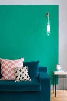 Couleur vert diabolo pour un salon inspiré d'ailleurs