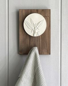 Round bas-relief Nature Herbs on wooden square hanger with towel hook for kitchen, bathroom. White sculpture for rustic wall art decorating - Hanger Rustic Wall Art, Rustic Walls, Wall Art Decor, Diy Clay, Clay Crafts, Arts And Crafts, Home Decor Accessories, Decorative Accessories, Towel Hooks