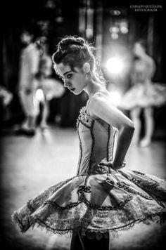 """Greta Elizondo – © Carlos Quezada    """"Raymonda"""" (rehearsal), Compañía Nacional de Danza de México (National Dance Company of Mexico) Palacio de Bellas Artes, México DF (Mexico City)"""