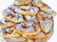 Gogosi din iaurt (Minciunele) No Cook Desserts, Sweets Recipes, Cake Recipes, Cooking Recipes, Romanian Desserts, Romanian Food, Romanian Recipes, Delicious Deserts, Yummy Food