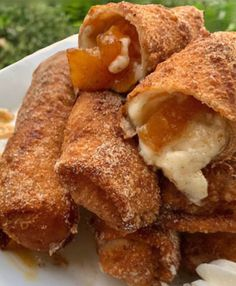 Peach Cobbler Cheesecake Recipe, Cheescake Recipe, Cheesecake Bites, Recipes Using Egg Roll Wrappers, Egg Roll Recipes, Baking Recipes, Food Truck Desserts, No Egg Desserts, Dessert Recipes