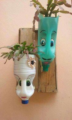 plastic bottle art DIY Face Shaped Painted Plastic Bottle Planters - Balcony Decoration Ideas in Every Unique Detail Plastic Bottle Planter, Reuse Plastic Bottles, Plastic Bottle Crafts, Recycled Decor, Recycled Crafts, Diy Crafts, Rustic Planters, Hanging Flower Pots, Flower Garden Design
