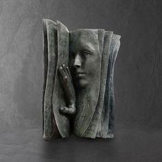 Qui est le lecteur ? Sculpture bronze de Paola Grizi www.meltingartgallery.com