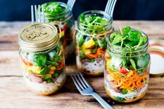 Doctors at the International Council for Truth in Medicine are revealing the truth about diabetes that has been suppressed for over 21 years. Healthy Snacks For Diabetics, Healthy Salads, Healthy Recipes, Jar Recipes, Thai Salads, Delicious Recipes, Cold Noodles, Beef And Noodles, Mason Jar Meals