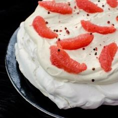 This pink pepper grapefruit pavlova is so fluffy and creamy and displays some incredible flavors that work so well together! Raspberry Lemonade Cake, Pumpkin Pie Cake, Dacquoise, Lemon Cheesecake, Cake Recipes, Dessert Recipes, Tray Bakes, Stuffed Peppers, Deserts