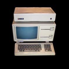 1983 – The Apple Lisa, the first commercial personal computer from Apple Inc. to have a graphical user interface and a computer mouse, is announced. Computer Technology, Computer Programming, Technology Gadgets, Latest Technology, Computer Mouse, Steve Wozniak, Apple Computers, Old Computers, Operating System