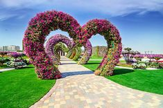 Dubai showcases the world's largest flower garden. Yet another awe-inspiring project has been completed in Dubai. It's called the Dubai Miracle Garden and co. Most Beautiful Gardens, Beautiful Flowers Garden, Large Flowers, Beautiful Places, Beautiful Hearts, Amazing Gardens, Dubai Miracle Garden, Garden Art, Garden Design