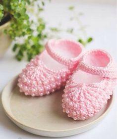 Resultado de imagem para sapatinho de croche de bebe com linha brisa