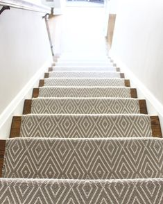 Modern Runner Carpet Decor Ideas For Stairs - Carpet Decor, Wall Carpet, Diy Carpet, Carpet Ideas, Shag Carpet, Beige Carpet, Patterned Carpet, Modern Carpet, Ripping Up Carpet