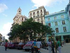 Edificio Bacardí dominando las calles de La Habana