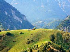 PEȘTERA – un colț de rai din inima României, cu peisaje pitorești mai cuceritoare decât cele din Elveția | La Taifas Turism Romania, Eastern Europe, Nature Photos, Wallpaper Backgrounds, Montana, Wander, Scenery, Landscapes, Places To Visit