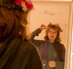 Flower crown workshop - that look when you see your magnificent creation. Wrist Corsage, Flower Crowns, Floral Design, Workshop, Flowers, Pink, Wristlet Corsage, Floral Crowns, Atelier