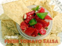 {The Best} Fresh Tomato Salsa! So simple to throw together with basic ingredients. SixSistersStuff.com #recipe #salsa