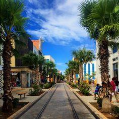 Shopping in downtown Oranjestad, Aruba!