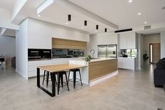 Harris Kitchens - Smartstone's quartz surfaces offer the ultimate whites to suit every interior déco Kitchen Island Booth, Round Kitchen Island, Mobile Kitchen Island, Kitchen Dining, Kitchen Decor, Kitchen Islands, Kitchen Benchtops, Modern Kitchen Cabinets, Kitchen Room Design