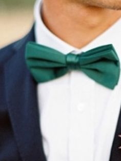 Emerald green bowtie for the groom