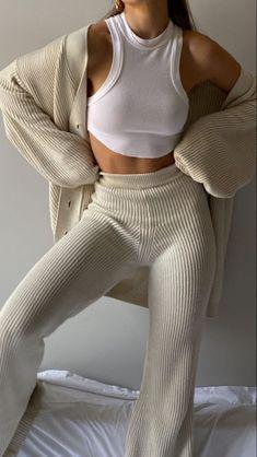 Fashion Mode, Look Fashion, Winter Fashion, Womens Fashion, Mode Outfits, Winter Outfits, Fashion Outfits, Vest Outfits, Mode Du Bikini
