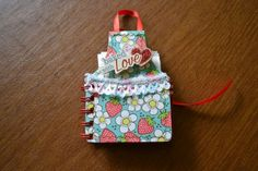 Apron Mini Album - great Bind-It-All project for Mother's Day.  Free tutorial at http://www.making-mini-scrapbooks.com/ApronMiniAlbum.html