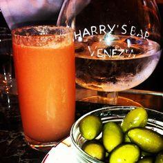 Bellini cocktail @ Harry's bar, Venice