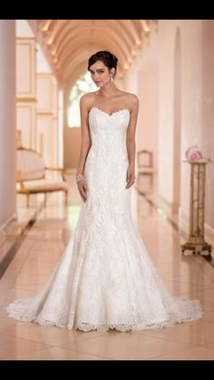 Essense Of Australia Stella York 5840 Wedding Dress. Essense Of Australia Stella York 5840 Wedding Dress on Tradesy Weddings (formerly Recycled Bride), the world's largest wedding marketplace. Price $565...Could You Get it For Less? Click Now to Find Out!
