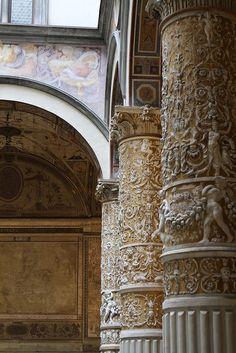 Florence, Palazzo Vecchio ~ interior columns
