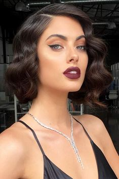 Inspiring Styling Ideas And Tutorials To Wear Finger Waves Perfectly - frisuren haare hair hair long hair short Medium Hair Styles, Curly Hair Styles, Short Hair Prom Styles, Hair Styles Waves, Wedding Hair For Short Hair, Prom Hair Medium, Medium Curly, Updo Styles, Hollywood Curls