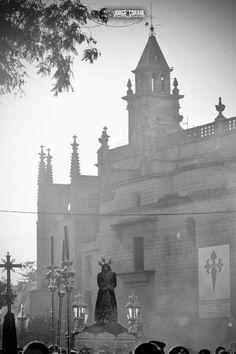 Vía Crucis. Una imagen enviada por Xeregrafia para nuestra particular cuenta atrás hasta la llegada de la #PasionenJerez. #EntrevaralesOJ #Onda Jerez