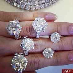 What to look for when shopping for the perfect diamond!! Future husband you better look at this!
