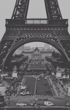 Image via We Heart It https://weheartit.com/entry/168092005 #Balmain #blackwhite #bw #chanel #effieltower #fashion #fendi #girl #Givenchy #newyork #paris #photography #popular #tumblr #wallpaper #dreamcity #popularcity