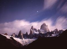 フィッツロイ山の上に輝くシリウス(アルゼンチン)