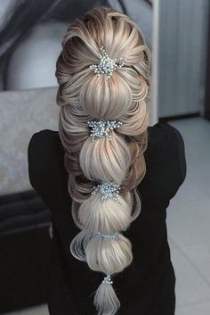 Wedding Hairstyles for Your Special Day - Your special day should be crowned with a stunningly beautiful hairdo. Here are five wedding hairstyles ideas for you. Make your wedding more memorable. Long Face Hairstyles, Wedding Hairstyles For Long Hair, Braided Hairstyles, Medium Hairstyles, Elegant Hairstyles, Prom Hairstyles, Pretty Hairstyles, Female Hairstyles, Straight Hairstyles