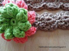 Gehaakt kraamcadeau: Haarband met bloem - 3 tot 6 maanden