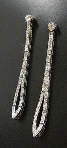 AN ELEGANT PAIR OF ART DECO PLATINUM AND DIAMOND EARRINGS, 1920S. #ArtDeco