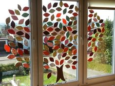Herbstdeko Window Art, Recycled Art, Classroom Board, Classroom Decor, Tree Leaves, Rainy Season, Diy For Kids, Crafts For Kids, School Diary