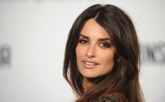 Penelope Cruz Shows Us All How to Make Our Average Everyday Eyeshadow a Bit Sexier