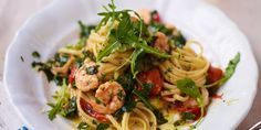 Try this Sizzling Hot Prawn and Spinach Linguine recipe by Chef Jamie Oliver. Linguine Recipes, Prawn Recipes, Best Pasta Recipes, Chef Recipes, Seafood Recipes, Italian Recipes, Cooking Recipes, Healthy Recipes, Savoury Recipes