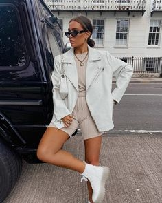 Summer Boots Outfit, Spring Outfits, Chic Outfits, Trendy Outfits, Fashion Outfits, Teen Fashion, European Fashion, European Street Style, Modern Street Style