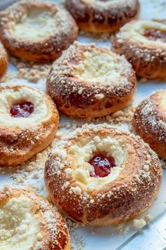 Pastry Recipes, Baking Recipes, Almond Pastry, Cream Cheese Danish, Sweet Dough, Danish Food, Easy Cheese, Danishes, Breakfast Pastries