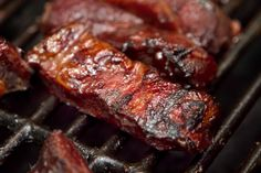 This spicy honey BBQ sauce is a perfect mix of sweet & heat! Use this with ribs or chicken. With video - see this recipe being made. Spicy Honey Bbq Sauce Recipe, Rib Recipes, Sauce Recipes, Riblets Recipe, Pork Riblets, Catering, Food Distributors, Smoking Recipes, Smoked Ribs