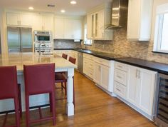 CliqStudios Painted Linen kitchen cabinets in the Dayton style Kitchen Designs Photo Gallery, Kitchen Pictures, New Kitchen, Kitchen Ideas, New Builds, Picture Design, Cool Kitchens, Kitchen Remodel, New Homes
