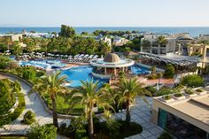 Minoa Palace Resort is a 5 star luxury Resort located in Crete Island in Greece. Hotel offers relaxing holidays in a breath-taking Cretan Scenery Crete Island, Greece Islands, Relaxing Holidays, Pool Bar, Best Resorts, Hotel Spa, 5 Star Hotels, Resort Spa, Hotel Offers