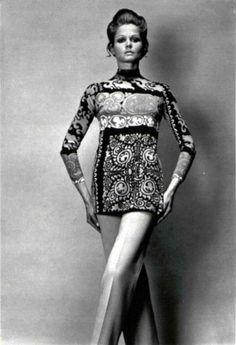 Léonard Paris L'Officiel magazine 1970 Leonard Paris, Vintage Fashion Photography, Fashion History, Modcloth, Vintage Clothing, 1970s, Wonder Woman, Officiel, Superhero