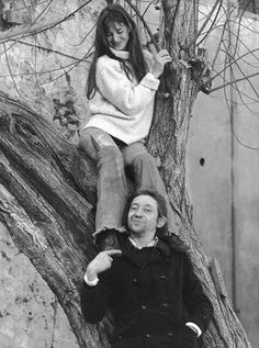Serge Gainsbourg and Jane Birkin in the courtyard of the French National College of Fine Arts, January 1970 . Serge Gainsbourg, Gainsbourg Birkin, Charlotte Gainsbourg, Agent Provocateur, Kate Barry, Jane Birkin Style, Becoming Jane, Francoise Hardy, Lou Doillon