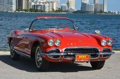 The 1962 Chevrolet #corvette successfully combined classic charm with a nod to Corvette's bright future. The 1962 model came with its new lines, a more powerful engine, and an improved fuel injection system. Check out the specs, upgrades, and other interesting facts about the car. #chevroletcorvette1962