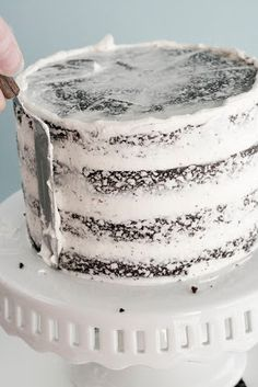 How to Frost a Cake (Super helpful considering last time i had to frost a cake i. How to Frost a Cake (Super helpful considering last time i had to frost a cake i did everything she says NOT to do. Food Cakes, Cupcake Cakes, Fondant Cakes, Cake Frosting Tips, Car Cakes, Fondant Figures, Frosting Recipes, Just Desserts, Delicious Desserts