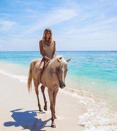 Bareback Riding, Horse Riding, Horse Fashion, Horse Girl, Beach Girls, Animals Beautiful, Travel Photos, Bali, Creatures